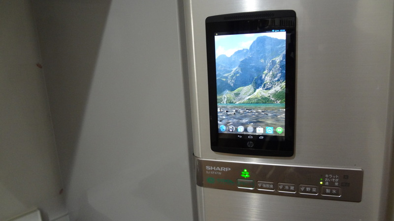 HP Slate7 Extremeは磁力が強い!冷蔵庫にもくっついた。