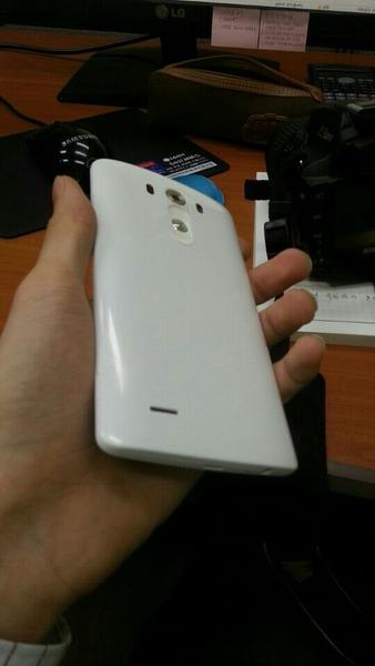 LG電子-LG G3の鮮明な実機画像が流出した模様