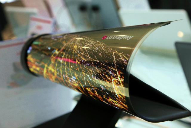【CES 2016】LG、フレキシブル有機EL ディスプレイを公開へ
