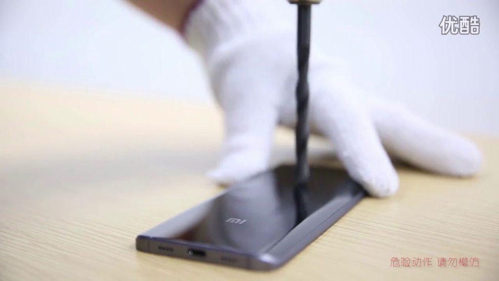 【電動ドリルなんて、なんのその】Xiaomi、「Mi 5 Pro」の耐傷性能を検証した映像が公開
