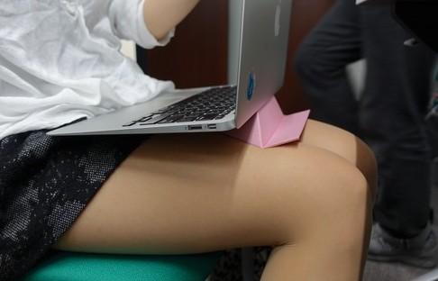 【和紙マジ優秀】世界最軽量のPCスタンド「フォルダブル」が折り紙みたいでキュンとする