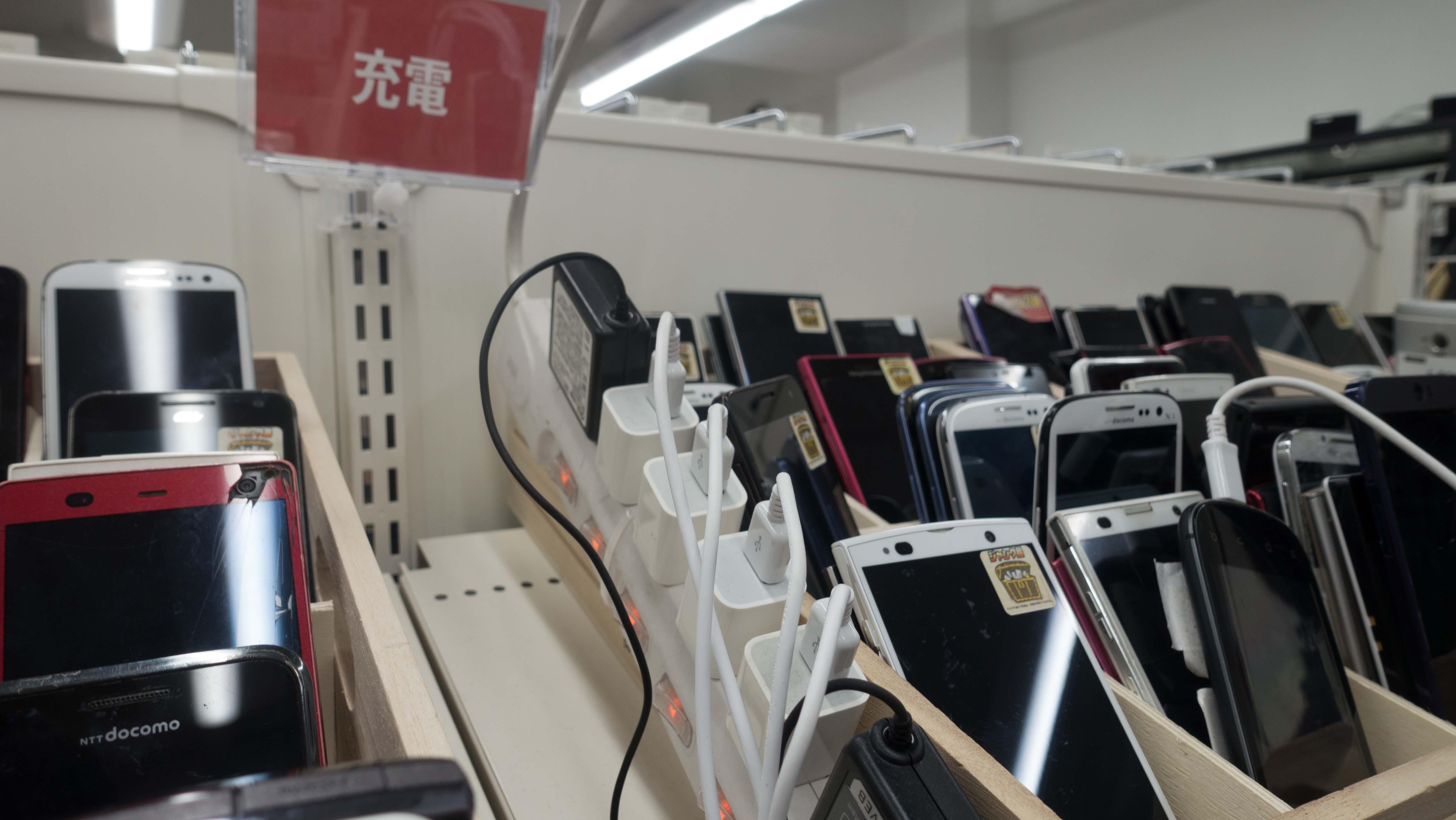 【レポート】ジャンク端末が集まるお店「ワールドモバイル アキバ店」に行きました